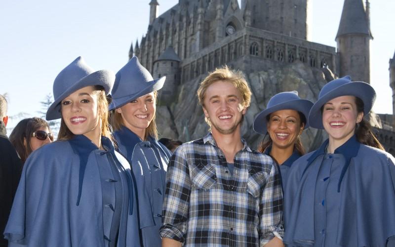 Tom Felton visits the Wizarding World of Harry Potter