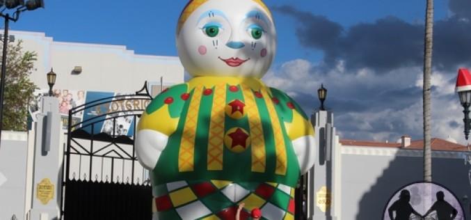 Chloe the Clown makes a huge debut at Universal Orlando's Holiday Celebration!