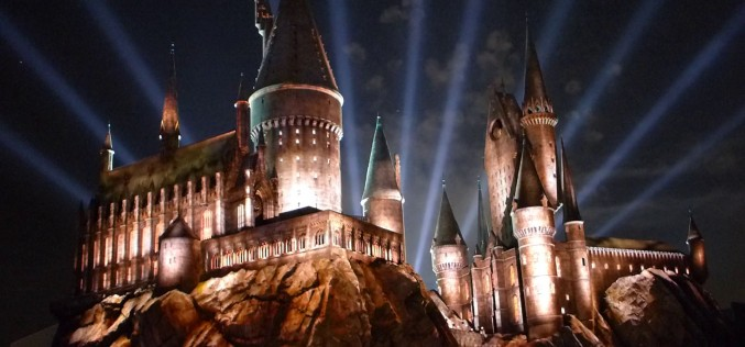 Stars shine, and Hogwarts erupts as the Wizarding World of Harry Potter premieres at Universal Studios Hollywood!