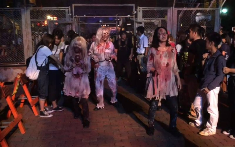 Video-Zombie outbreak at Universal Studios Japan's Halloween Horror Nights